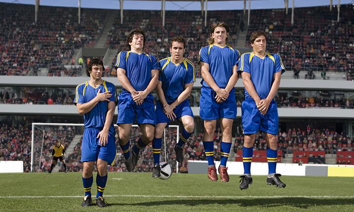 Фото №1 - Что происходит, если во время футбольного матча игрок неожиданно захочет в туалет?