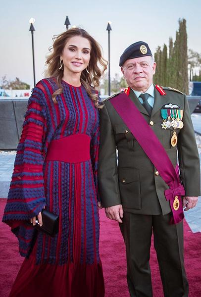Фото №18 - Дивный Восток: 10 лучших выходов иорданской королевы Рании за 2017 год