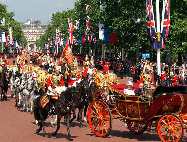 Фото №2 - Повезет – не повезет: кого из президентов Елизавета II катала в своей карете