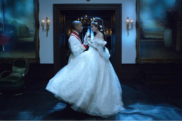 Фото №1 - Кара Делевинь спела для Chanel