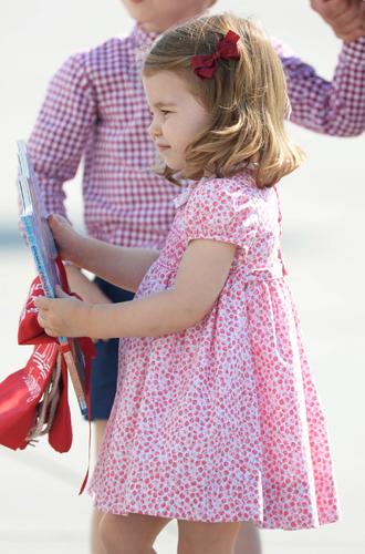 Фото №12 - Ее мини-Величество: феноменальное сходство принцессы Шарлотты с Елизаветой II