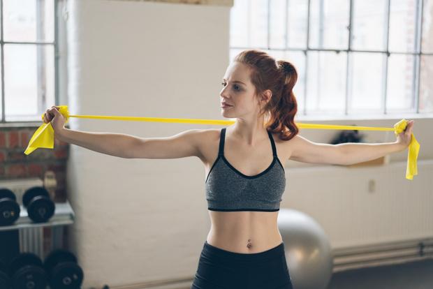 Фото №4 - 5 упражнений с эластичной лентой для стройности