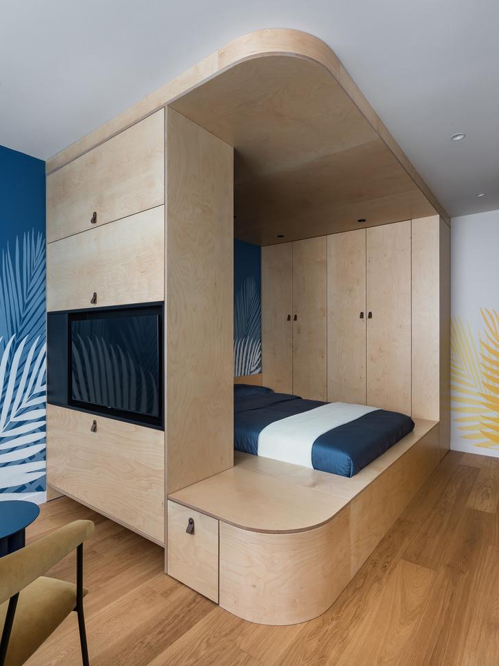 Фото №5 - Цветная студия 25 м² с кроватью на подиуме