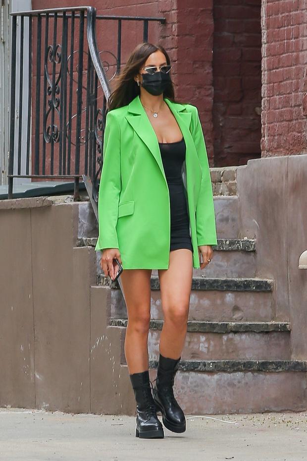 Фото №4 - То ли жакет, то ли платье? Эльза Хоск повторила выход Ирины Шейк (подсказываем, где купить такой же)