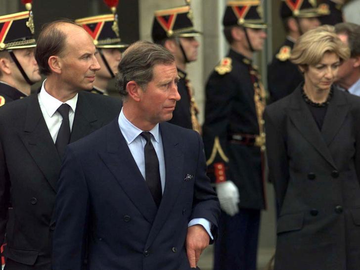 Фото №1 - Грустная победа, которую Чарльз одержал над Королевой после гибели Дианы