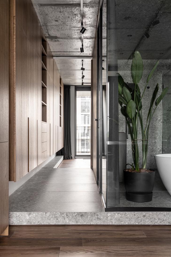 Фото №13 - Брутальная квартира 82 м² с ванной за стеклом