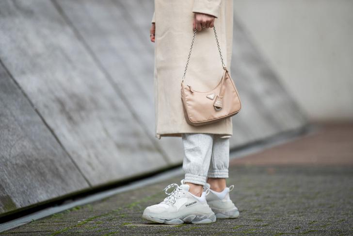 Фото №1 - Как правильно ухаживать за белыми кроссовками