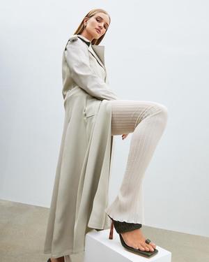 Фото №1 - Модель Роузи Хантингтон-Уайтли представила первую коллекцию обуви. Предупреждаем: вы захотите все четыре пары!