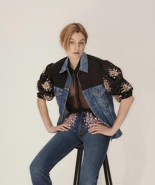 Фото №1 - Дочь Кейт Мосс и принцесса Диана носят самые обсуждаемые апсайклинг-джинсы