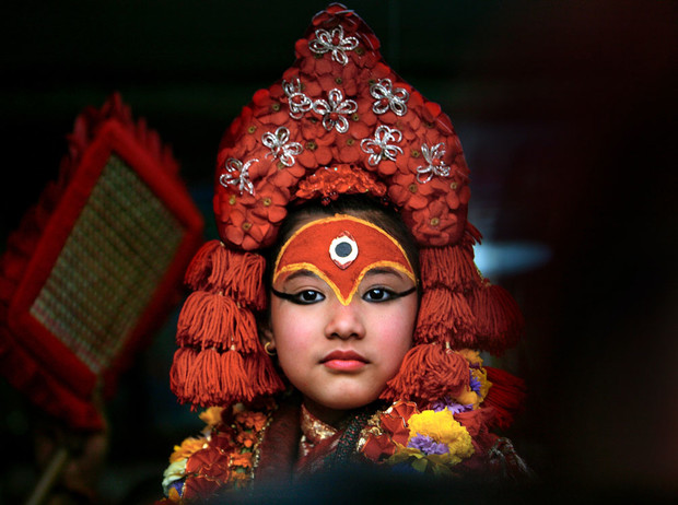 Фото №1 - Бывшая богиня: как живут те, кто перестал быть королевской Кумари в Непале