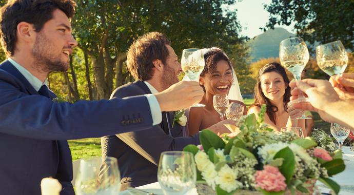 9 ошибок, которые испортят ваш свадебный тост (и чужую свадьбу)