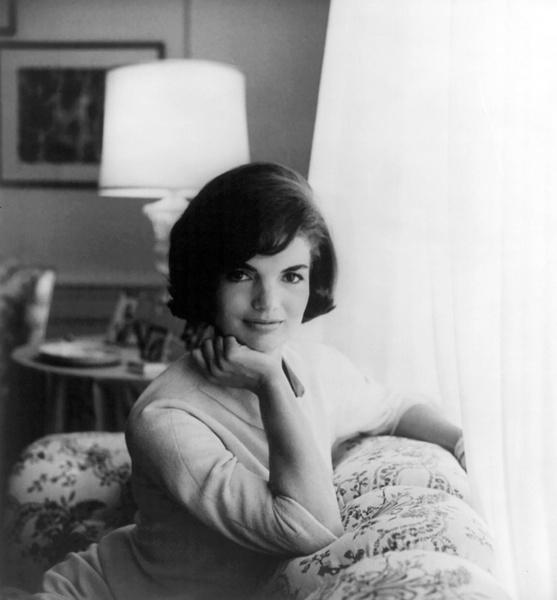 Фото №1 - Брала пример с жены Никиты Хрущева и увезла детей из США: тайны Жаклин Кеннеди