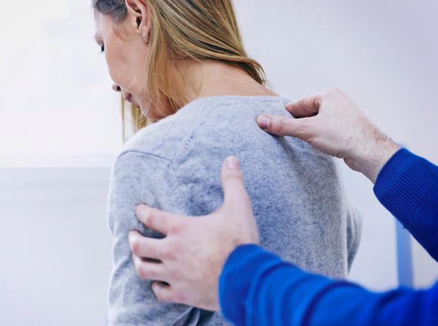 Фото №2 - Советы остеопата: как перестать сутулиться и натренировать осанку