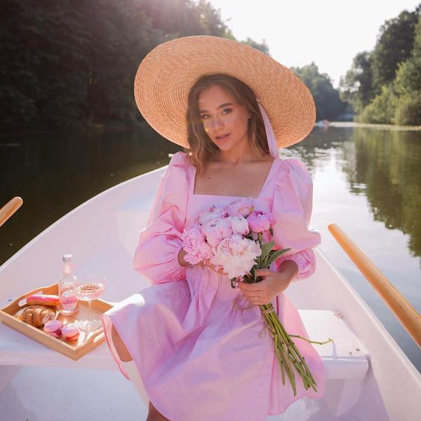 Фото №1 - Как накраситься на пикник: повторяем нежный макияж Кати Адушкиной 🌸