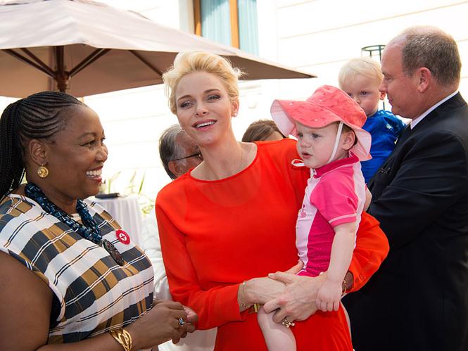 Фото №4 - Княгиня Шарлен вывела детей в свет