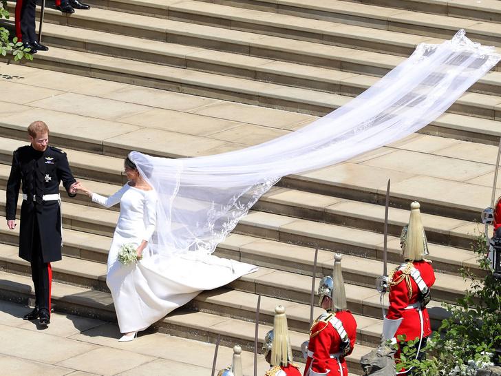 Фото №3 - Какое королевское свадебное платье стало самым популярным в мире (спойлер— не Дианы и не Кейт)