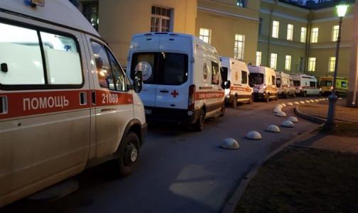 """Фото №1 - В """"красной зоне"""" петербургской больницы пожаловались: """"Работаем, как в аду"""""""