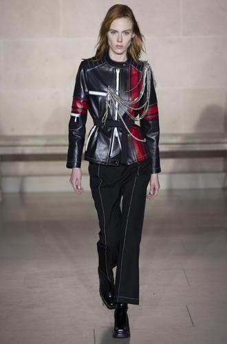 Фото №8 - Fashion director notes: буржуазный шик в коллекции Louis Vuitton FW 2017/18