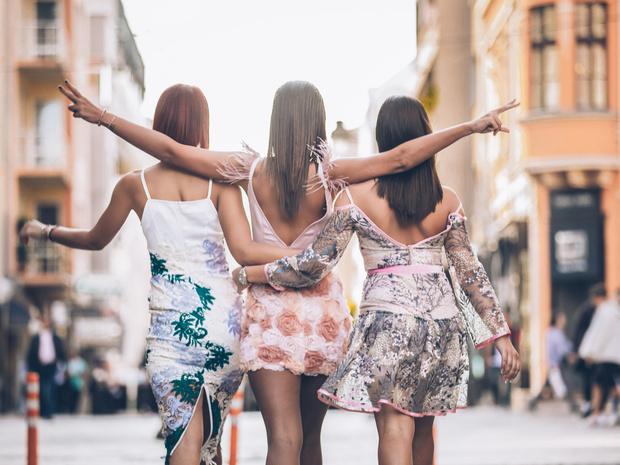 Фото №1 - Они тебя старят: платья, которые опасны после 30 лет