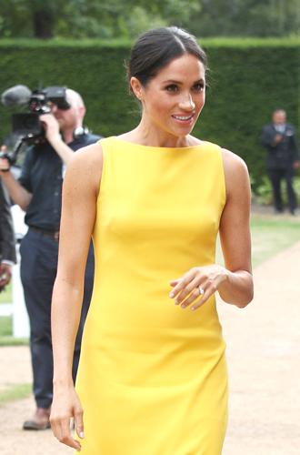 Фото №16 - Герцогиня Меган тратит на наряды больше герцогини Кейт