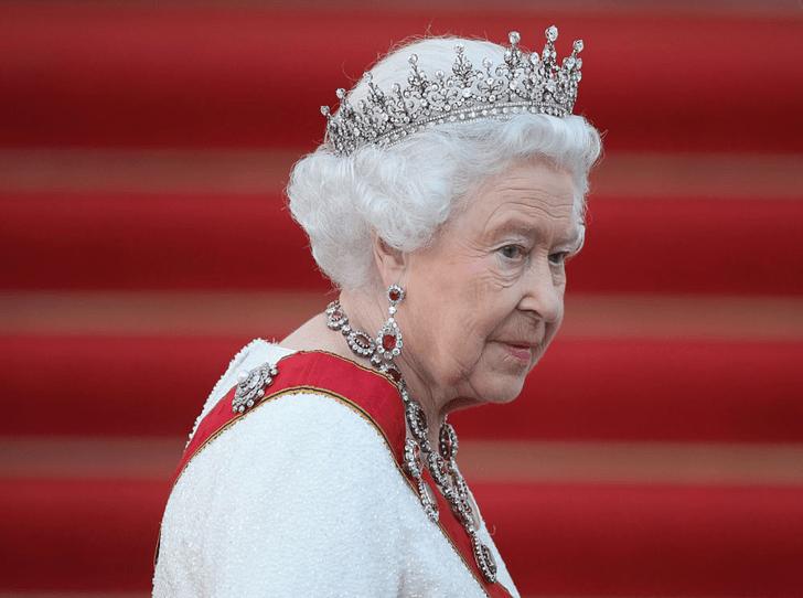 Фото №2 - Почему Елизавету II расстроил сериал «Корона»