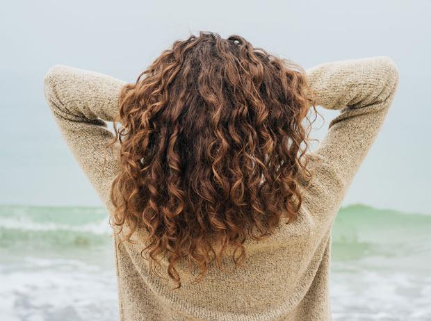 Фото №19 - 5 незаменимых средств для ухода за кудрявыми волосами