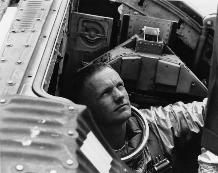 Фото №1 - Личные вещи астронавта Нила Армстронга уйдут с молотка