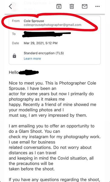 Фото №1 - Коул Спроус рассылает приглашения на фотосъемку! Ну, почти… 😅