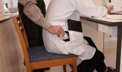 Фото №1 - Полиция задержала врача 86-й поликлиники при попытке получить взятку