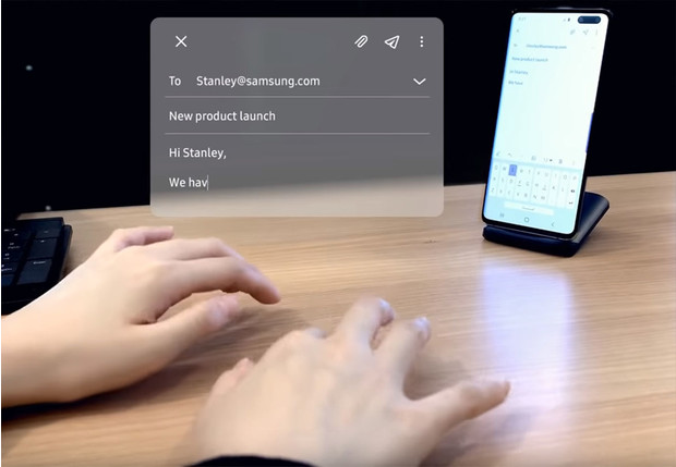 Фото №1 - Samsung показал «невидимую клавиатуру», позволяющую печатать прямо на столе (видео)