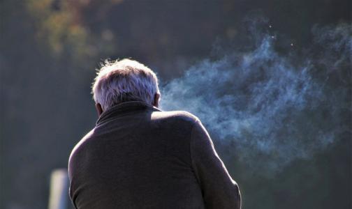Фото №1 - Главный нарколог Минздрава: электронные сигареты растворяют мембраны легких и мозга
