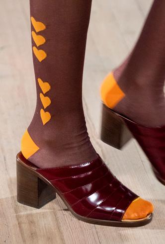 Фото №44 - Самая модная обувь весны и лета 2020: советы дизайнеров