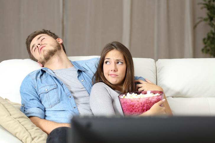 Фото №1 - Люди стали меньше заниматься сексом из-за телевидения