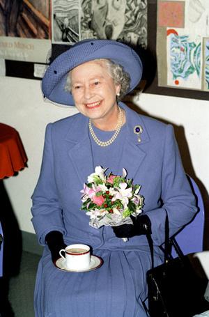 Фото №4 - На чай к Королеве: Елизавета II приняла принца Гарри и Меган Маркл в Букингемском дворце