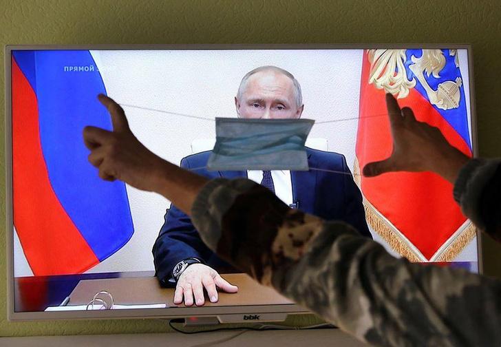 Фото №1 - Лучшие мемы про второе обращение Путина