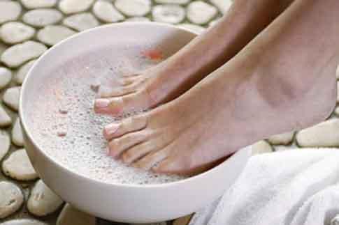 Фото №1 - Бьюти-новинка недели: педикюрные носки Baby Foot