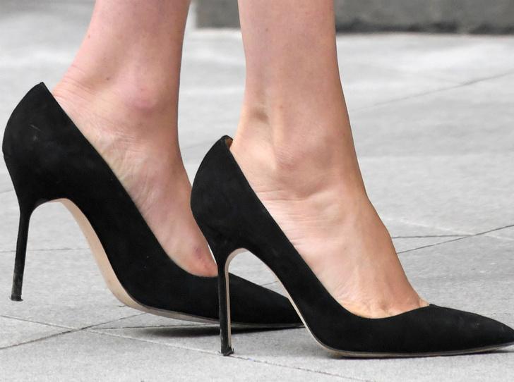 Фото №2 - Почему герцогиня Кейт носит обувь разных размеров