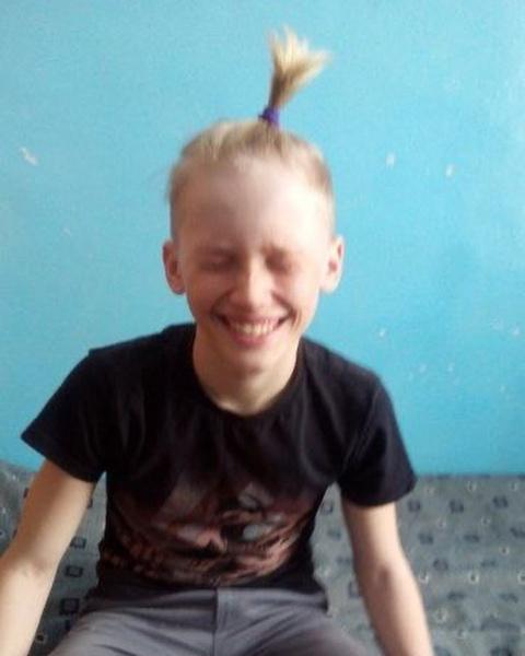 Фото №1 - So cute! Даня Милохин поделился милыми детскими фото