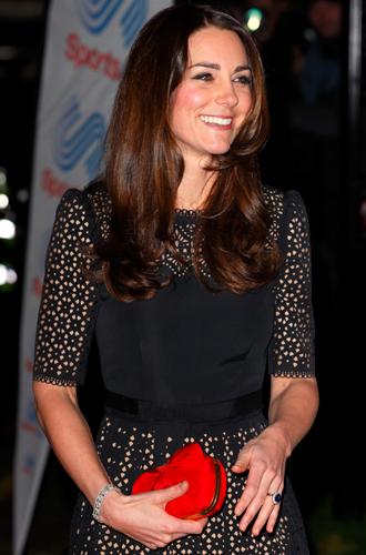 Фото №18 - Королевский дресс-код: любимые сумки герцогини Кембриджской