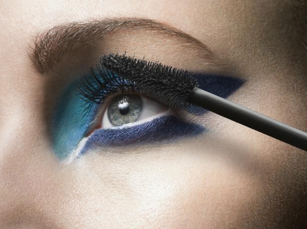 Фото №3 - 4 грубых ошибки, которые мы допускаем в вечернем макияже