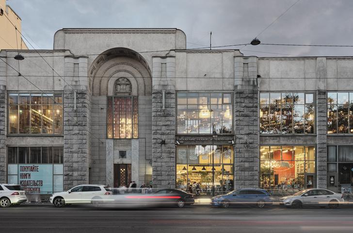 Фото №1 - Обновленный книжный магазин «Подписные издания» в Петербурге