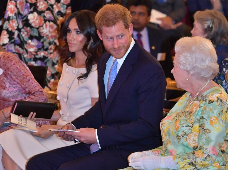 Фото №3 - О чем Королева просила Гарри во время последнего визита (Меган это не понравится)