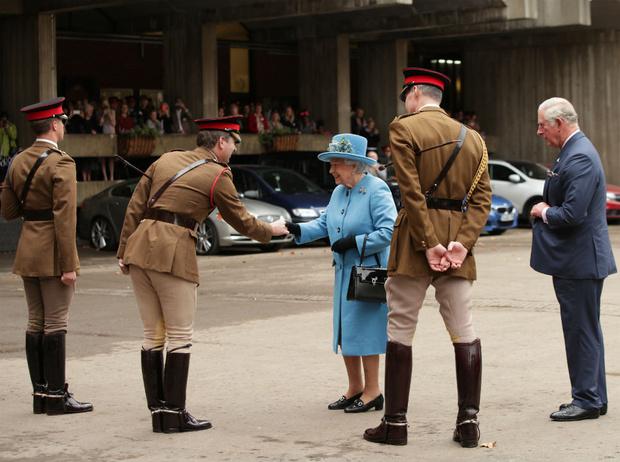 Фото №2 - Время перемен: почему принц Чарльз может занять трон уже этим летом