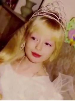 Фото №5 - Как живет девушка, из которой мама сделала живую Барби