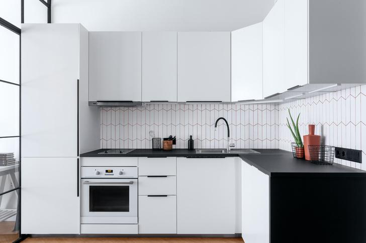 Фото №5 - Яркая квартира 30 м² для молодой пары, работающей из дома