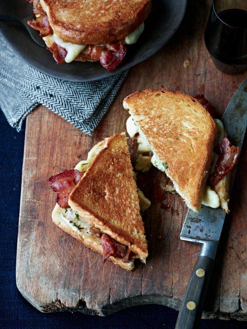 Фото №1 - Все гениальное просто: 7 рецептов сэндвичей на любой вкус