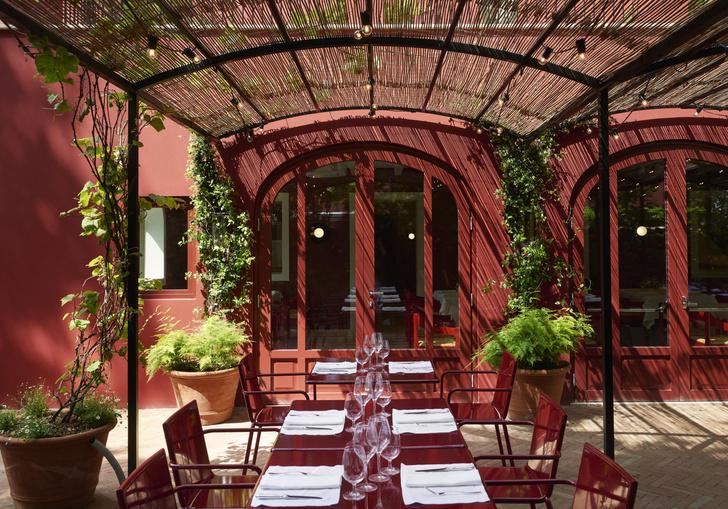 Фото №2 - Обновленный ресторан Cavallino в штаб-квартире Ferrari: проект Индии Мадави