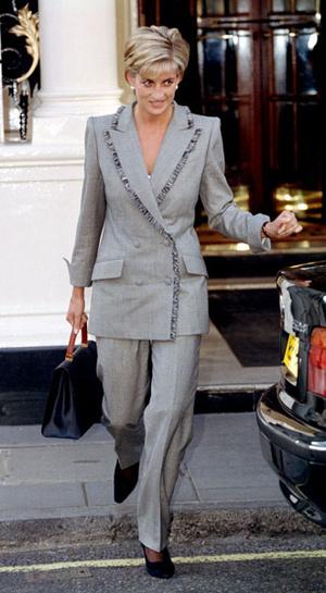 Фото №6 - Как королевские особы носят брючные костюмы