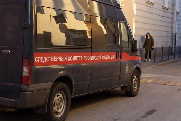 Фото №3 - Оставляла после уроков и целовала в ухо: в Красноярском крае учительницу судят за совращение ученика