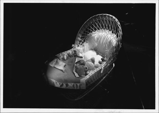 Фото №1 - «Муж выл в ванной, уткнувшись в полотенце сына»: истории женщин, чьи дети внезапно умерли во сне